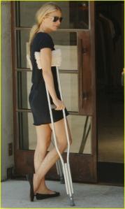 gwyneth_paltrow_gwyneth_paltrow_crutches_04_YW5A746.sized